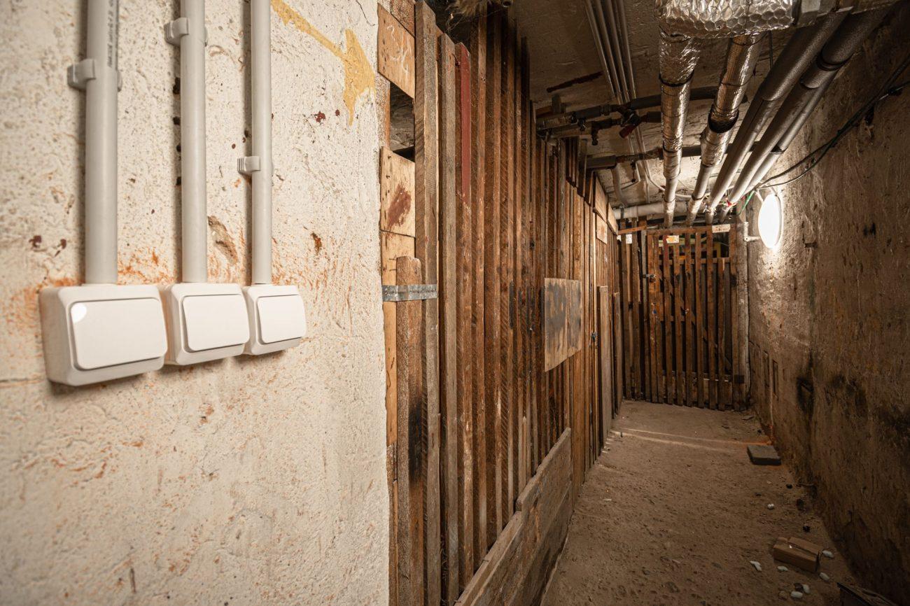 Výmena stupačiek ABC Elektroinštalácie - práce v pivničných priestoroch